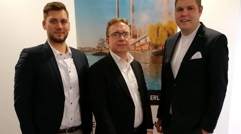 Das Bild zeigt Marvin Schaber (Centermanager City-Galerie ECE Projektmanagement GmbH & Co. KG), Peter Kern (Senior Project Manager SIGNA Group) und Christoph Kaufmann (Bereichsleiter Tourismus WMG).