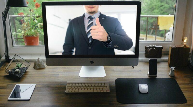 So kann das Arbeiten 4.0 aussehen: Eine Videokonferenz von Zuhause besuchen