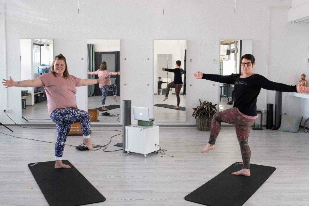 Fließende Bewegung mit Pilates und Yoga