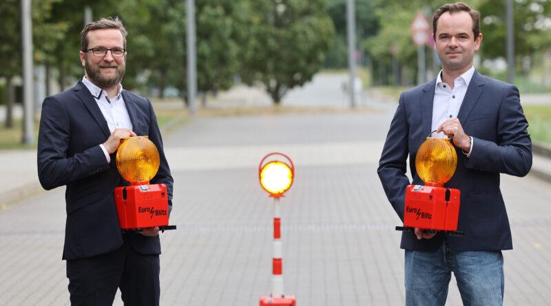 Hendrik Hoppmann und Janis Köstermann haben eine Geschäftsidee zum Thema Connected Road entwickelt