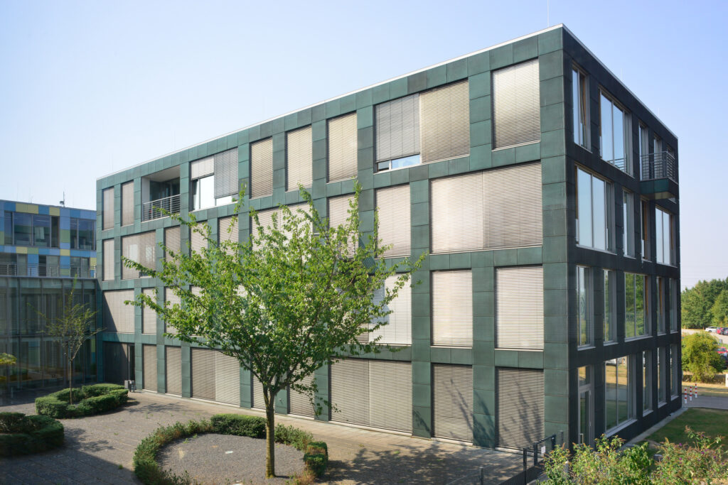 Außenansicht auf Gebäude Nummer sechs von acht Gebäuden des InnovationsCampus