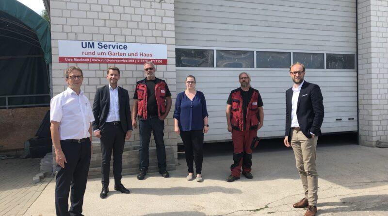 Unternehmensbesuch bei UM Service (von links) Klaus Mohrs, Dennis Weilmann, Uwe Mauksch, Kartin Monnée, Kai Bach und Jens Hofschröer